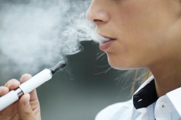 La cigarette électronique règlementée par la directive sur les produits du tabac